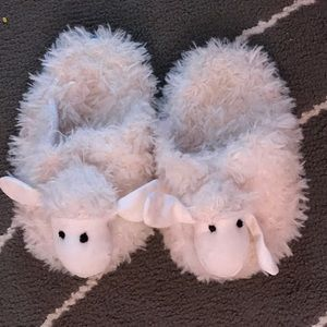 GAP Other - Lamby Slippers 💗 Little Girls size T8-9