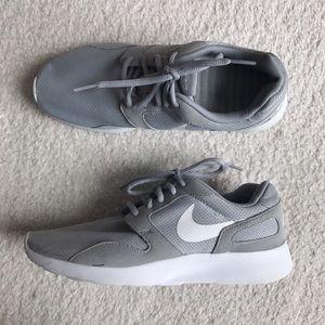 Nike Shoes - 🌸 Nike Gray and White Kaishi