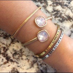 Only 2 left! ⭐️bracelet pink stone gold bangle
