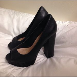 Size 8 black open toed pumps large heel!