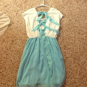 Spool 72 Dresses & Skirts - Gorgeous spring dress with cute bow back