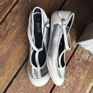 Converse Shoes - CONVERSE WOMENS SILVER WHITE FLATS SHOES
