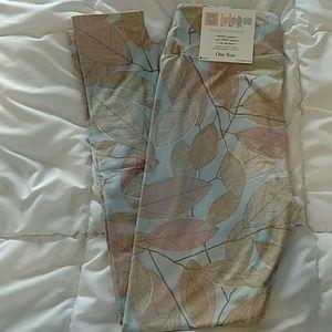 Pastel leaves OS leggings