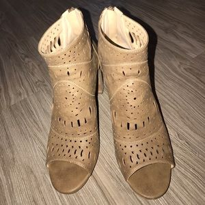 """Restricted Shoes - approx 4""""in heel-brown"""
