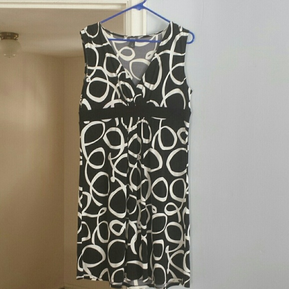 Kenneth Cole Reaction Dresses & Skirts - Black and white dress.
