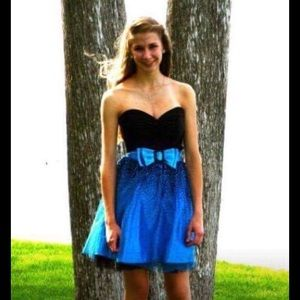 Jessica McClintock Dresses & Skirts - Jessica McClintock gorgeous blue & black strapless