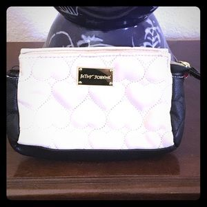 Betsey Johnson Handbags - Adorable b&w quilted heart clutch