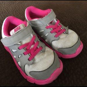Pink/Grey Nike Girls shoe