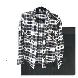 PLAID BUTTON UP SHIRT WOTH GOLD STUD ACCENTS. SM
