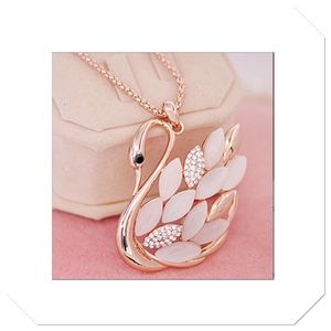 Beautiful Swan Necklace