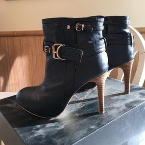 Colin Stuart Shoes - Women's size 6.5 navy heels