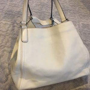 Gucci Bags - ✨Gucci Soho Large A-Shape Hobo Bag in Creme ✨