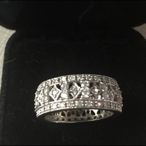 Jewelry - Pretty cz's band