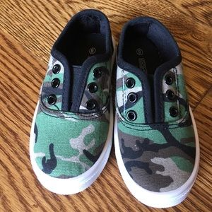 Oomphies Toddler Boys Camo Slip-ons