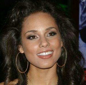 boutique  Jewelry - Alicia Keys Inspired Gold Hoop Earrings