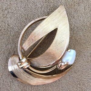Vintage Jewelry - Vintage Gold & Pearl Brooch