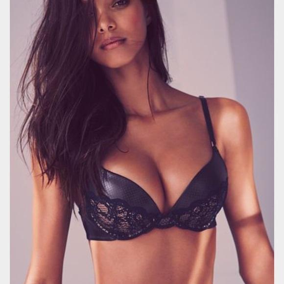 b4c311ee904d1 Victoria Secret push up bra 32D. M 58c875907fab3af8980024c7