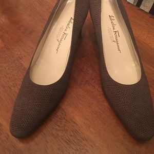 Salvatore Ferragamo Shoes - Salvatore Ferragamo low heel !! Brown Suede !! 👠