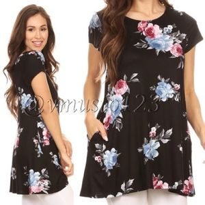 FLORAL BLACK SHORT SLEEVE TOP W/ POCKETS