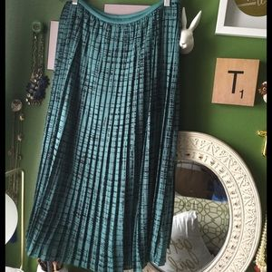 Banana Republic Dresses & Skirts - Banana Republic Factory Teal Pleated Midi