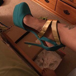 Turquoise Size 8 Heel