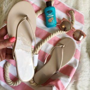 Havaianas Shoes - NEW 🏖 NUDE PATENT BLUSH SANDALS | FLIP FLOPS