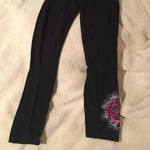 Knitworks Pants - EUC Rose Capri leggings 😍