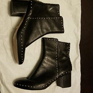 Schultz Shoes - Black leather with golden detail boots.