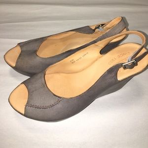 Kork Ease Peep Toe Leather Wedges  Size 8 BNNB