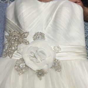 Oleg Cassini Dresses & Skirts - 💍MAKE ME AN OFFER! Oleg Cassini Wedding Dress