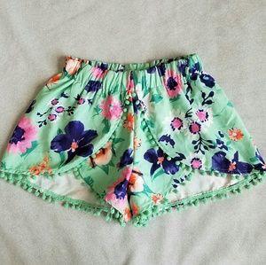 Tobi Pants - Tobi Tropical Pom Poms Shorts