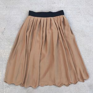 Pleated Scallop Hem Midi Skirt