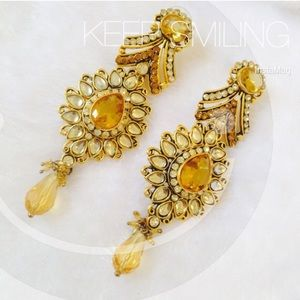 Jewelry - Stylish gold party earrings