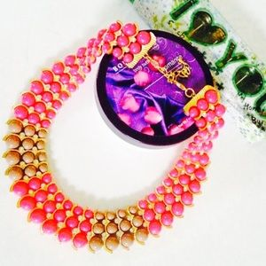 Jewelry - Bold and beautiful statement necklace