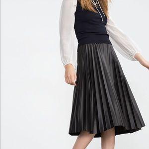 Black Pleated skirt by Zara Sz XS