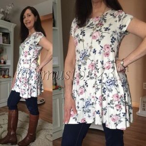 IVORY FLORAL TOP WITH POCKETS