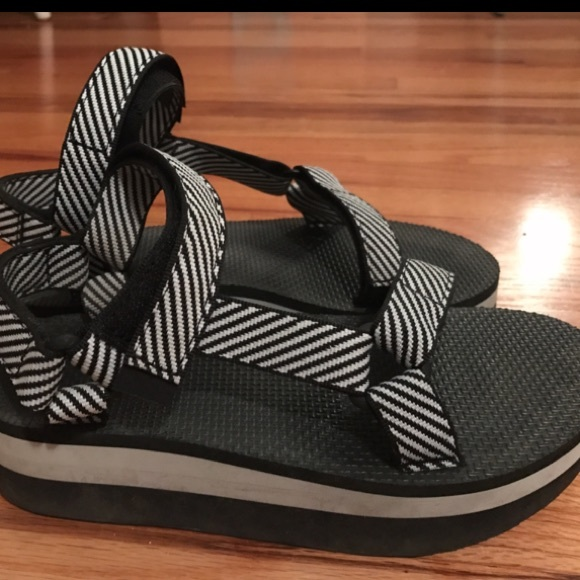 4a99abf9ec5 Teva Shoes - Women s Teva Platforms Size 8