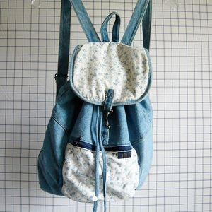 American Vintage Handbags - • 90's floral denim backpack •