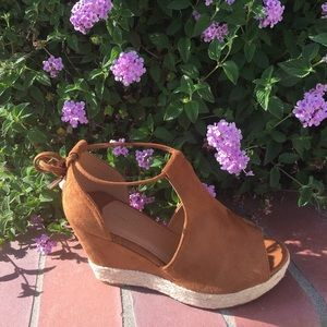 SHOEROOM21 boutique Shoes - Ladies peep toe ankle straps wedge, Camel. NIB