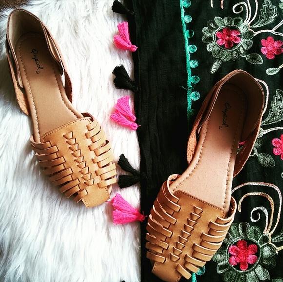 be646a5a7106   The Frida   Camel Vegan leather Huarache