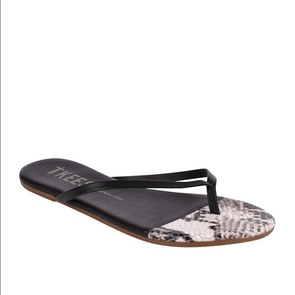 1ff27b711d83 NWT TKEES Black and White Snakeskin Sandals