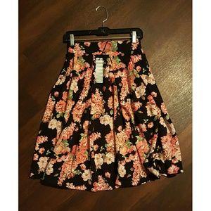 Dresses & Skirts - Women's Clothing
