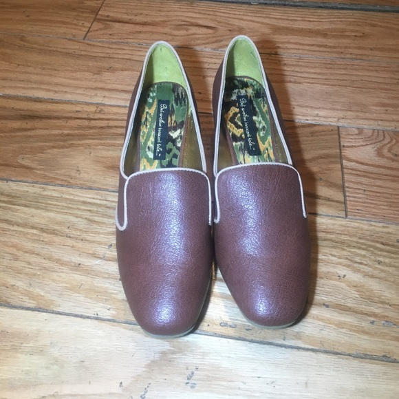 B.A.I.T Shoes - Brown heeled pump with tan trim that are unworn