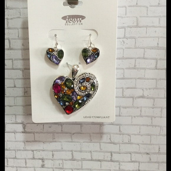 ICON Fashions Jewelry - Jeweled Heart Pendant Set
