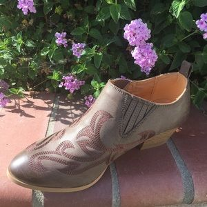 SHOEROOM21 boutique Shoes - Ladies pointed toe cow boy booties. Dark Taupe