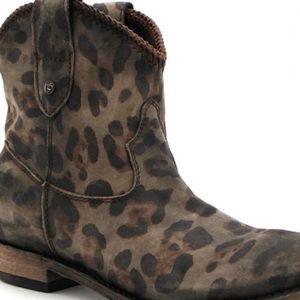 Shoes - 💕HOST PICK💕Liberty Black Leather Cheetha Bots