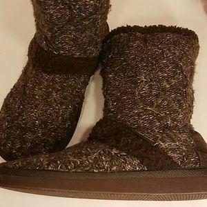 Muk Luks Shoes - Muk Luks hard soled sweater fur boots size 8