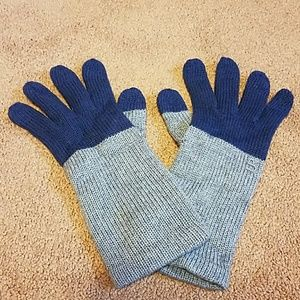 Accessories - UR Powered Knit Tech Gloves one size. NWOT