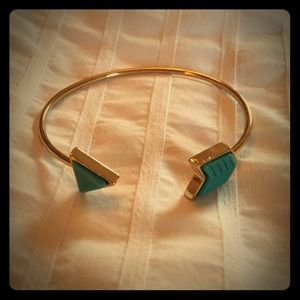 Jewelry - NWOT Gold and Turquoise Arrow Bracelet