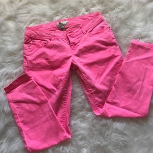 so Pants - Neon Pink SO cropped ankle pants